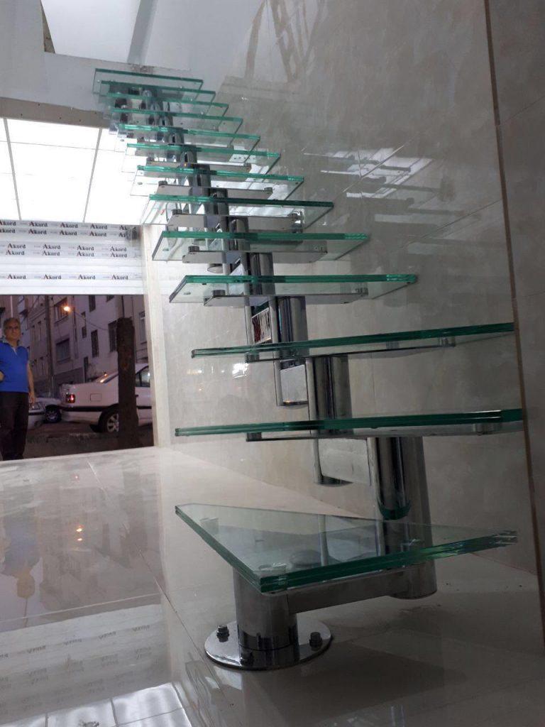 راه پله مغازه استیل شیشه خور